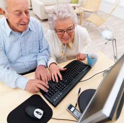 пенсионеры на курсах по компьютеру